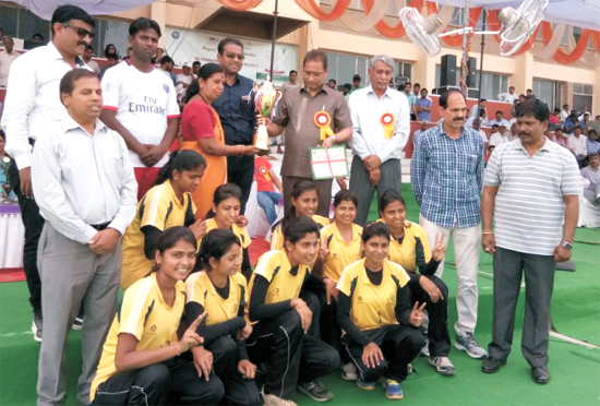 Received Gold Medal in Volleyball (W) at CCS, Hisar 2016 - 17